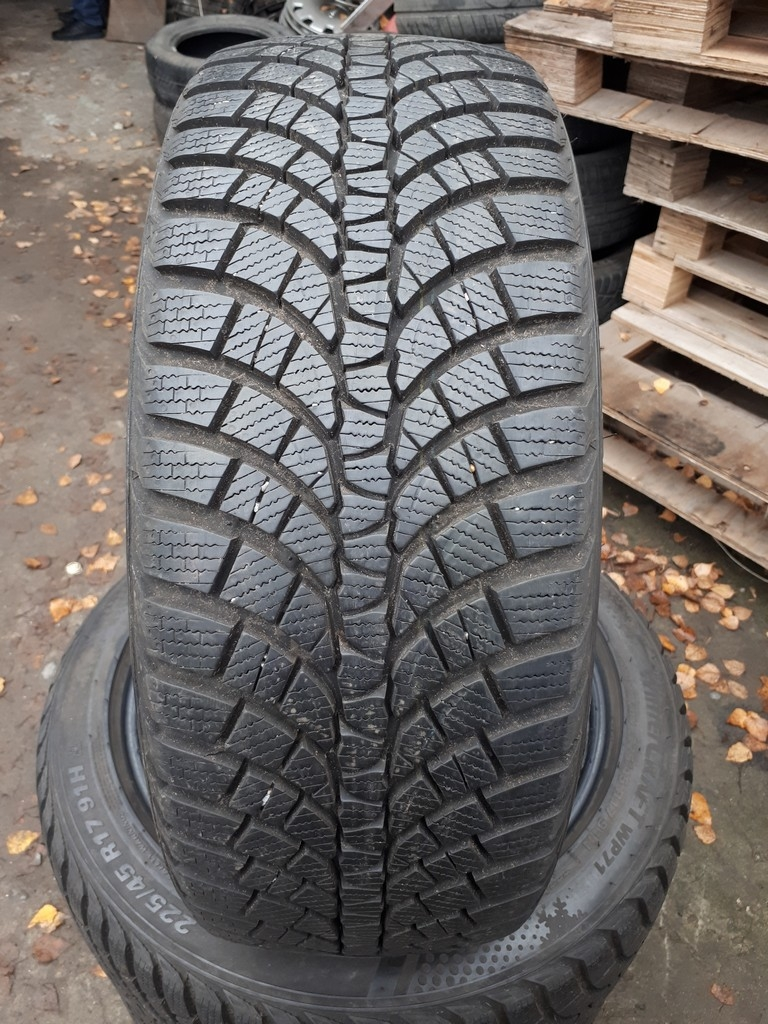 225/45R17 Kumho WP71 WinterCraft