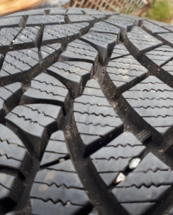 225/45R17 Kumho WP71 WinterCraft. Фото 5