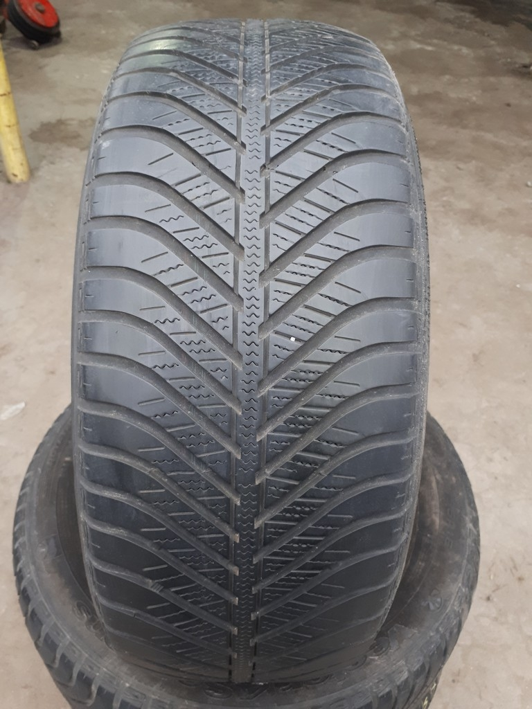 205/55R16 Goodyear Vector 4 Seasons