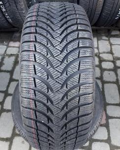 215/45R16 Michelin Alpin A4